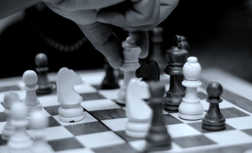 play chess online queen