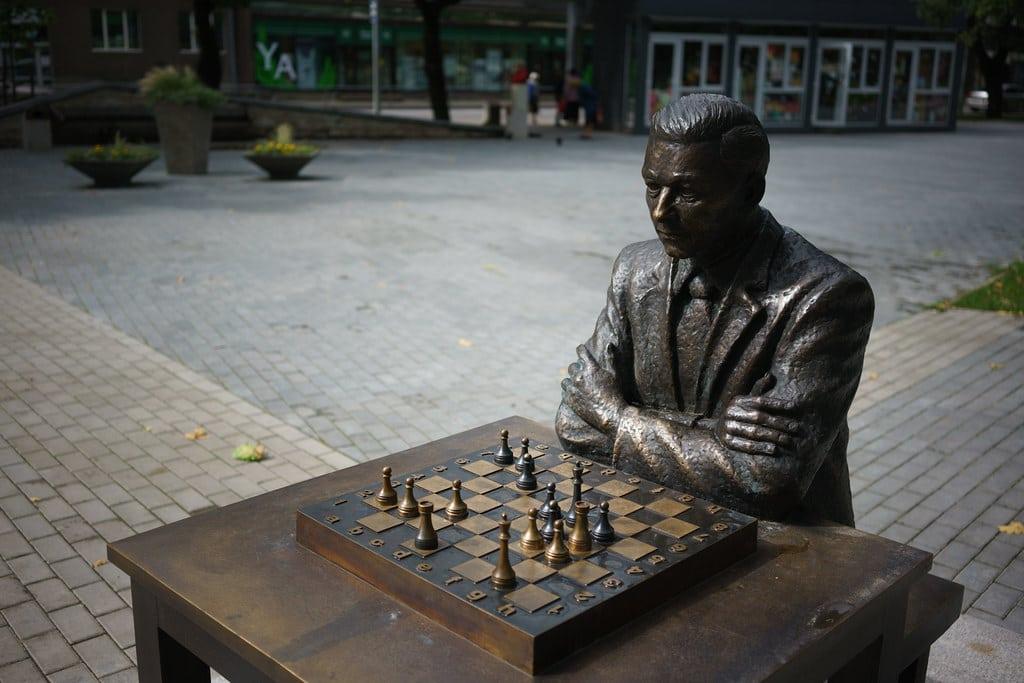 Booby Fischer statue