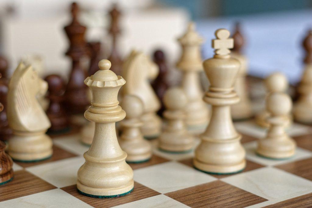 can imake money playing chess