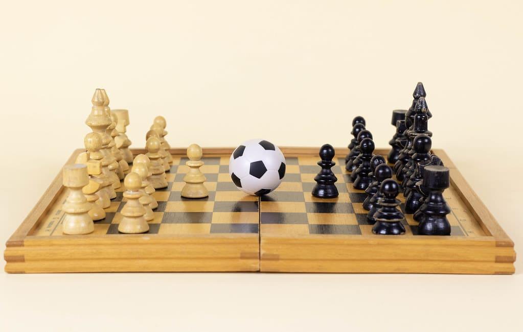 earn money playing chess
