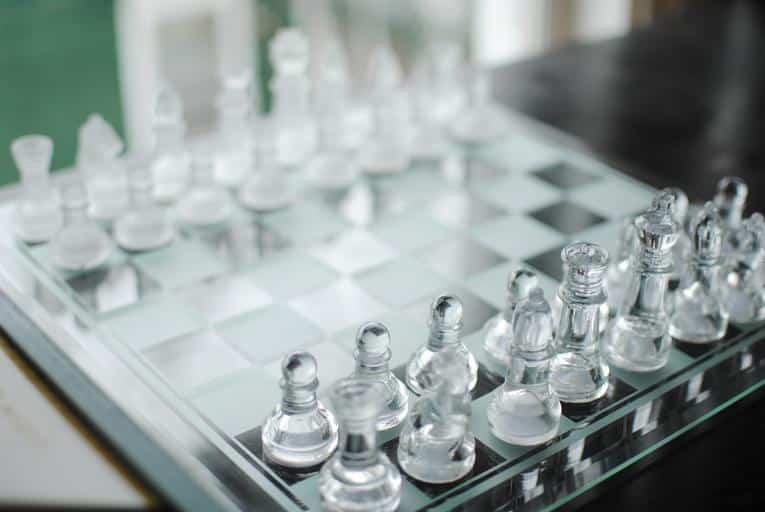 train chess online king