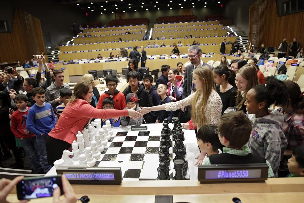 chess grandmaster salary play
