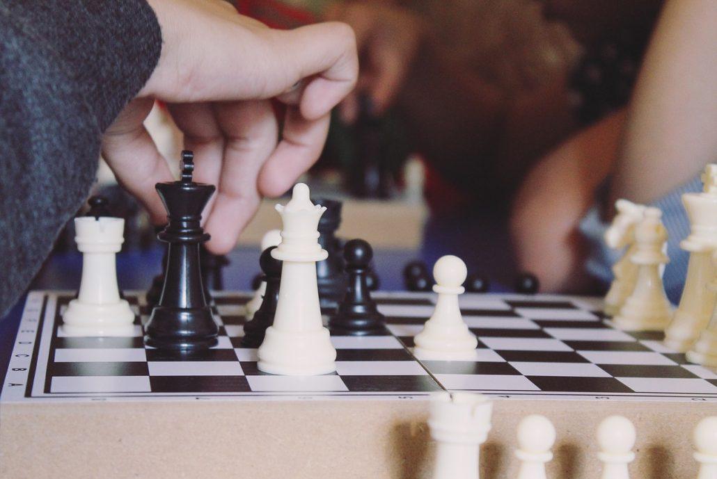 Van-Geet-opening-pawn